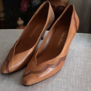 Camel tan leather heels Brazilian